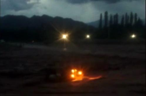 Se difundió video del momento en que el camión es arrastrado por la crecida del Río Angulos [VIDEO]