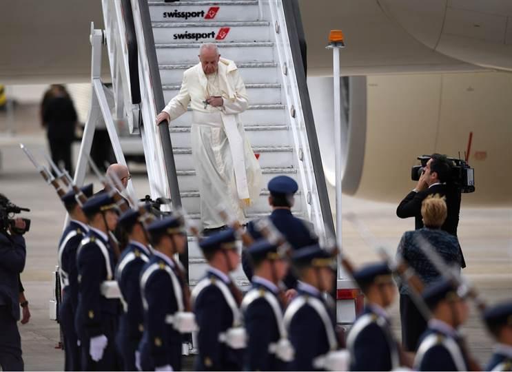 El Papa llegó a Chile. Calurosa bienvenida del Gobierno y Pueblo Chileno [VIDEO]